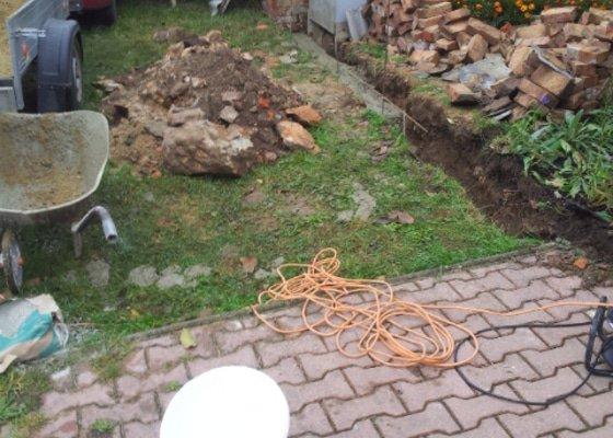Zbourani a obnova plotu