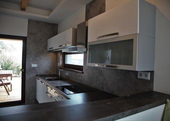 Pohledový beton do kuchyně a na krb