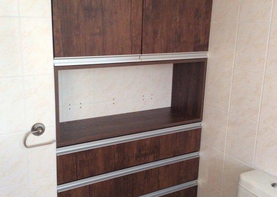 Vysokou skříň do koupelny+ skříňku pod umyvadlo