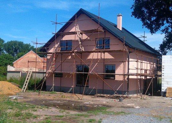 Výstavba zákl.desky, hrubá stavba domu, pokrývačské práce, fasáda, podlahy