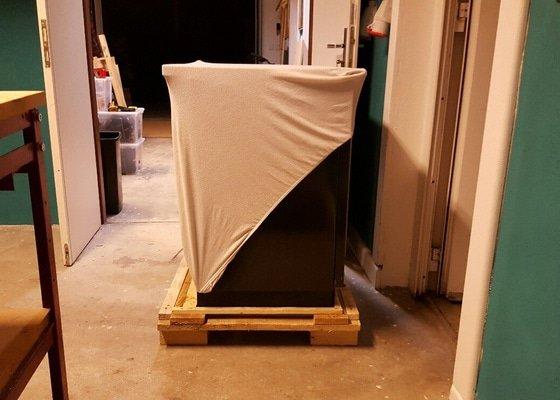 Stěhování sporáku do sklepa