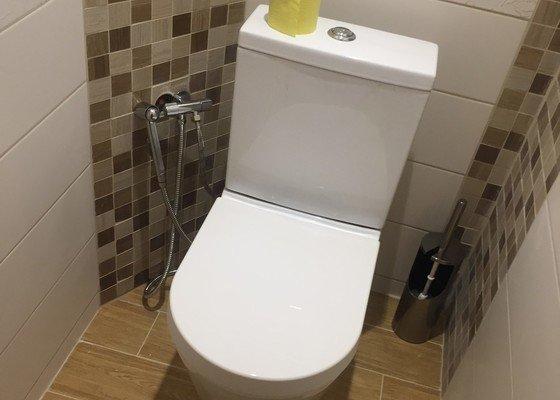 Rekonstrukce WC (obklady, podlahové topení)