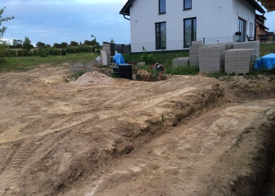 Zemní práce + přípojky vody a kanalizace