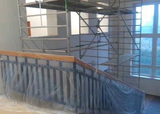 Výmalba schodiště a chodby 890m2