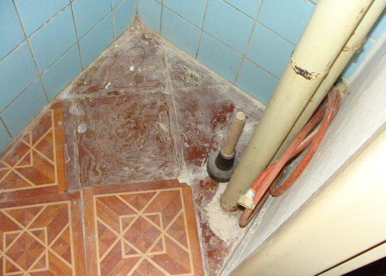 Rekonsrukce koupelny a záchodu cihlový byt 3+1