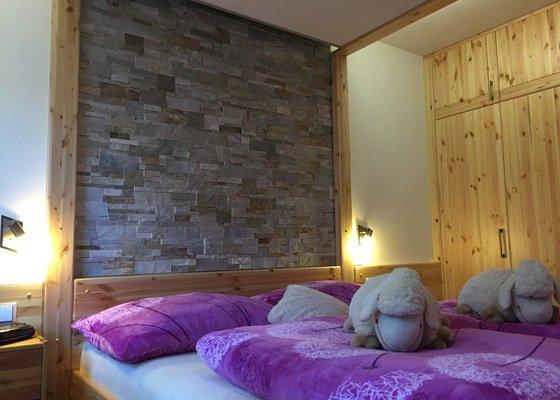 Kompletní realizica ložnice z masivního dřeva
