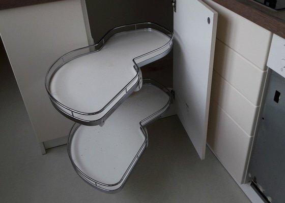 Kuchynská linka Obyvací stěna Skříně Botník Koupelna