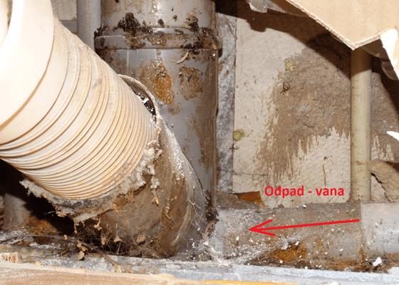 Instalater - výměna dílu odpadu