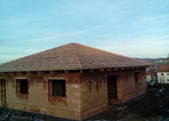 Střecha cca. 180m2