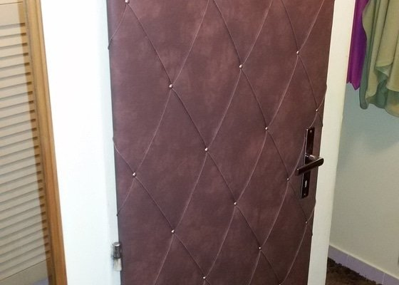 Nově potáhnout bytové dveře koženkou