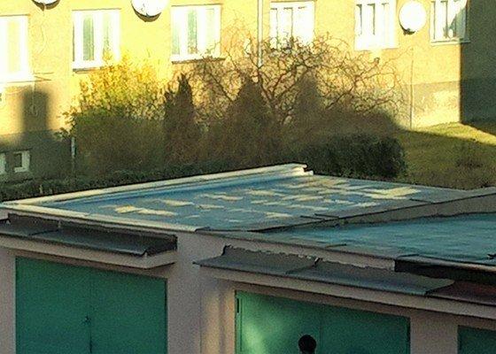 Oprava lepenkové střechy garáže