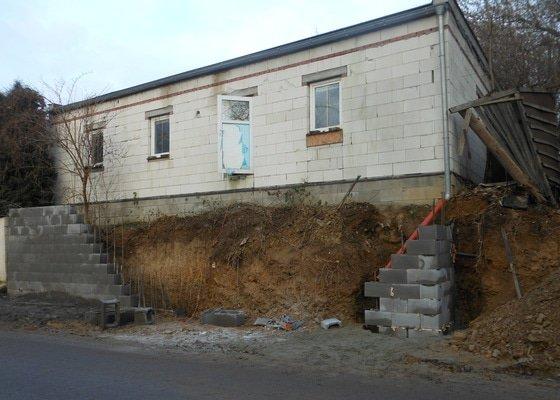 Opěrná zeď (u pozemku)