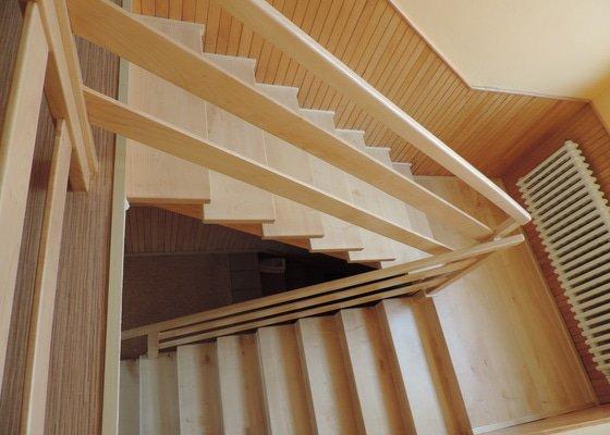 Renovace dřevěného schodiště
