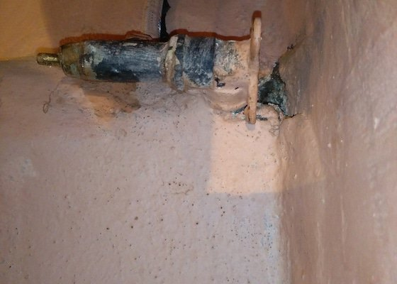 Výměna regulačního ventilu spojovací hadice pro wc nádržku
