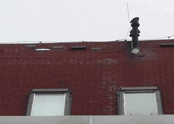 Oprava střechy z asfaltových šindelů