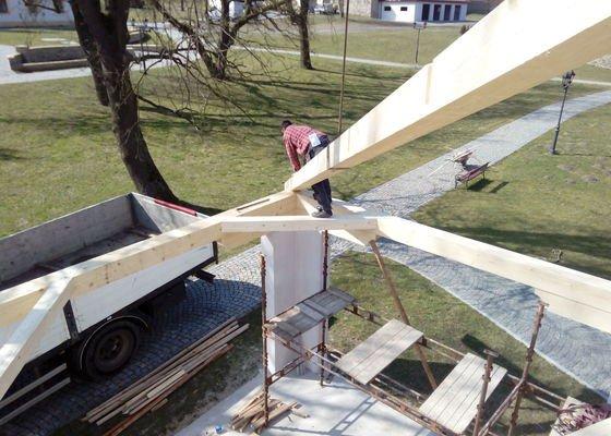 Realizace střechy zahradního posezení + Pokládka střešní krytiny