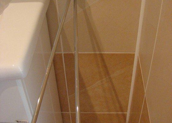 Montáž mřížek do parapetu, opravy v byt. jádru
