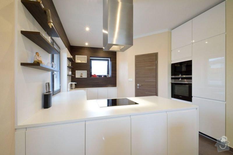Kuchyně bez horních skříní s rohovým vařením, Zruč: DSC_0512