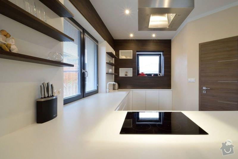 Kuchyně bez horních skříní s rohovým vařením, Zruč: DSC_0513
