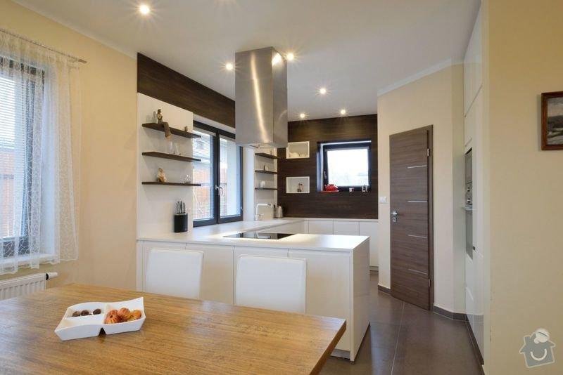 Kuchyně bez horních skříní s rohovým vařením, Zruč: DSC_0509