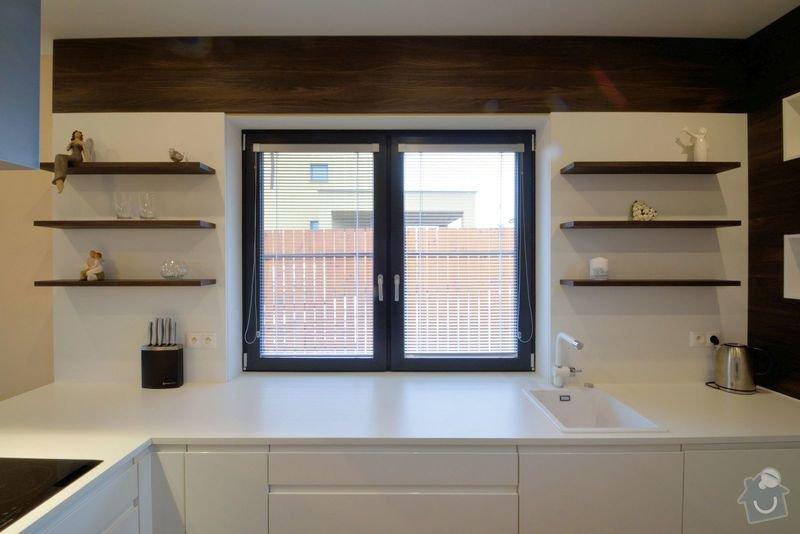 Kuchyně bez horních skříní s rohovým vařením, Zruč: DSC_0517