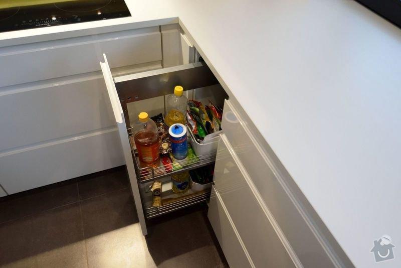 Kuchyně bez horních skříní s rohovým vařením, Zruč: DSC_0521