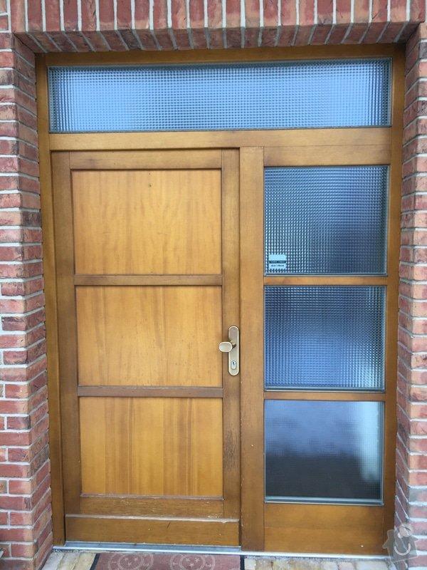 Repase dřevěných vchodových dveří u rodinného domu. Jedná se o 10 ket staré dveře. Chtěla bych je popř. vylepšit i designově. Děkuji: IMG_4064