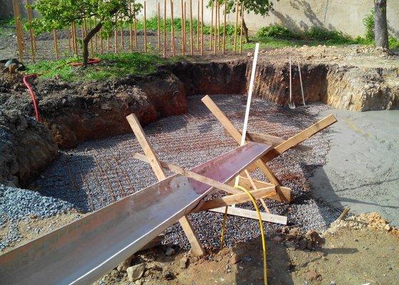 Bet. deska pro bazén a montáž plotu