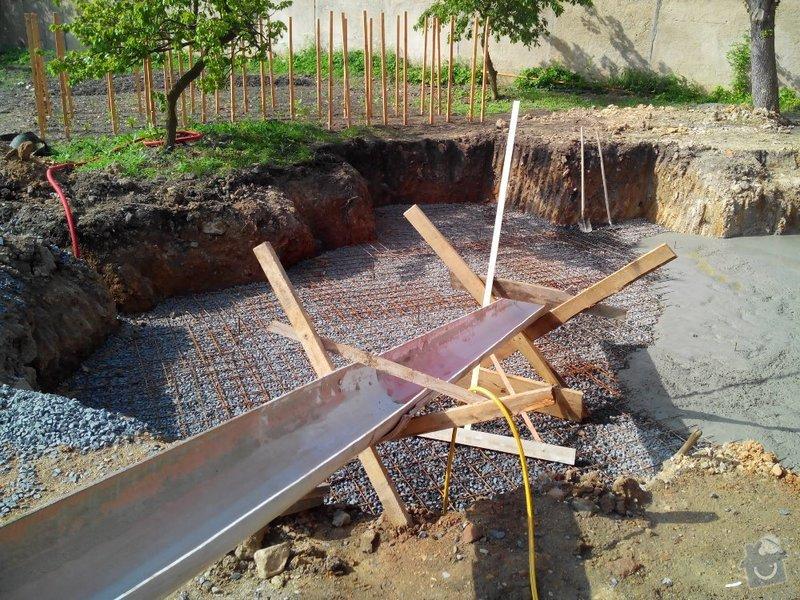 Bet. deska pro bazén a montáž plotu: betová deska pro bazén