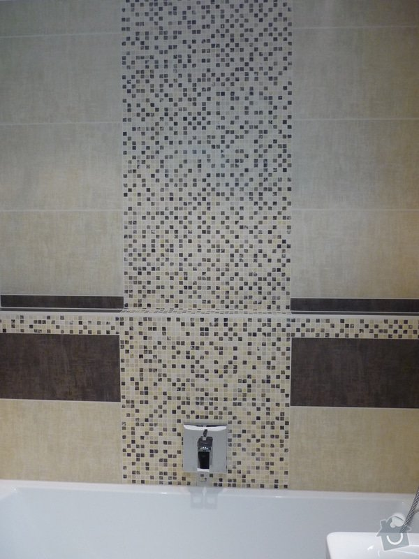 Rekonstrukce koupelny, wc: Podomítková baterie na přizdívce za vanou která slouží jako polička