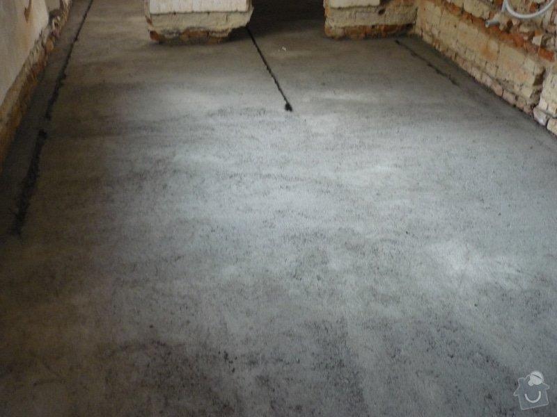 Rekonstrukce koupelny, wc, kuchyně: Zabetonování podkladního betonu podlahy.