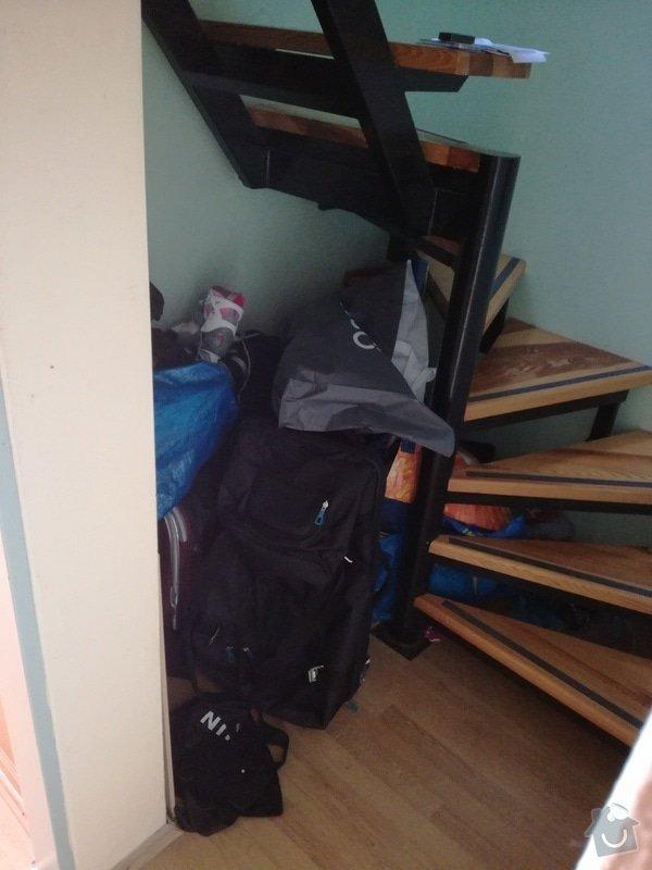 Nábytek na míru: úzká vysoká knihovna + vestavná policová skříň pod točité schody: IMG_20170204_121227