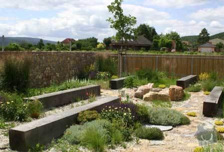 Lavičky na sezení, drobné zahradní stavby: 2231-2