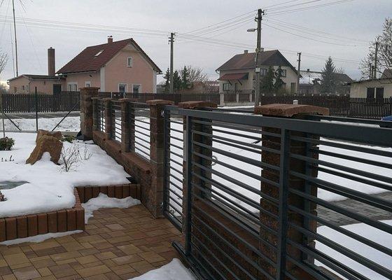 Montáž plotu u RD
