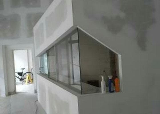 Sklenéná stěna s posuvným sklem