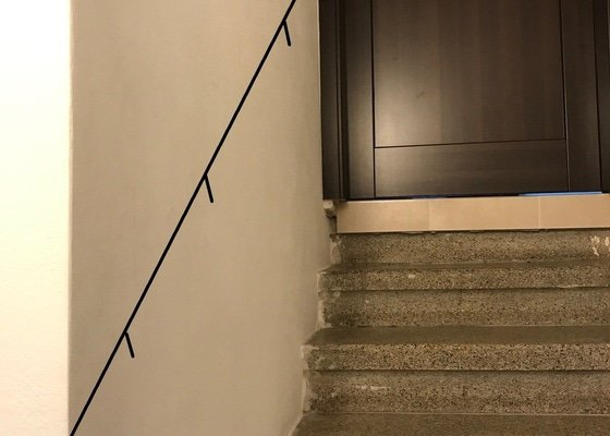 Dřevěné zábradlí ke schodišti v RD
