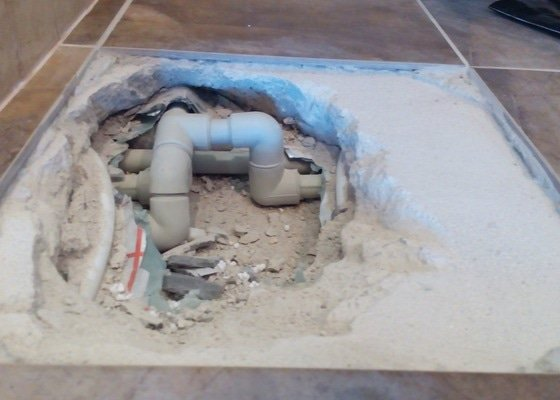 Rozvody užitkové vody a kanalizace v RD