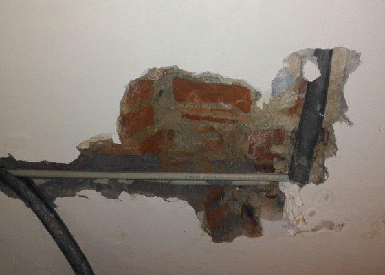 Saknouci voda ve zdi- řešení havarie