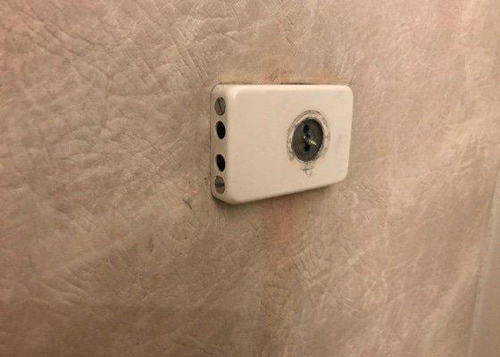 Oprava zámku u dveří + zvonek (mikrofon)