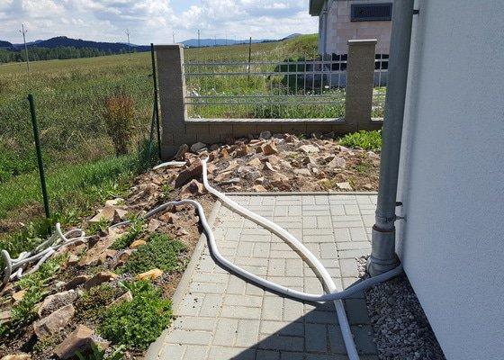 Zabezpečení sklepa proti vniknutí dešťové vody,oprava propadlé zámkové dlažby a terasy