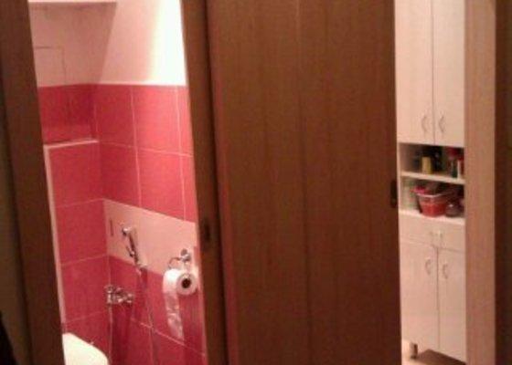 Vestavěné dveře do koupelny a na záchod