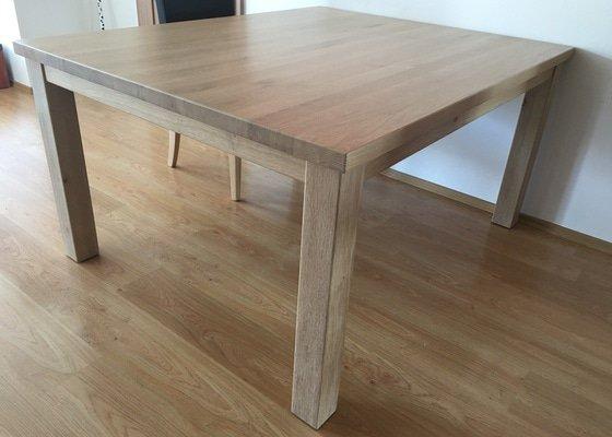 Jídelní stůl masiv dub