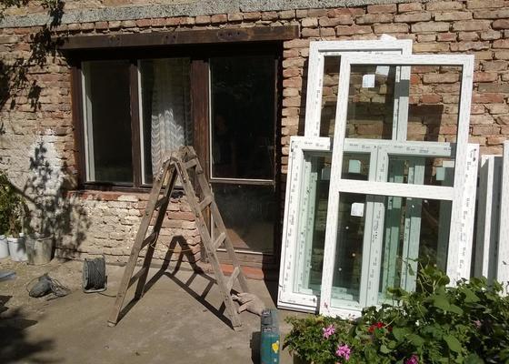 Dodávní a výměna oken,parapetů, vnitřní zednické práce.