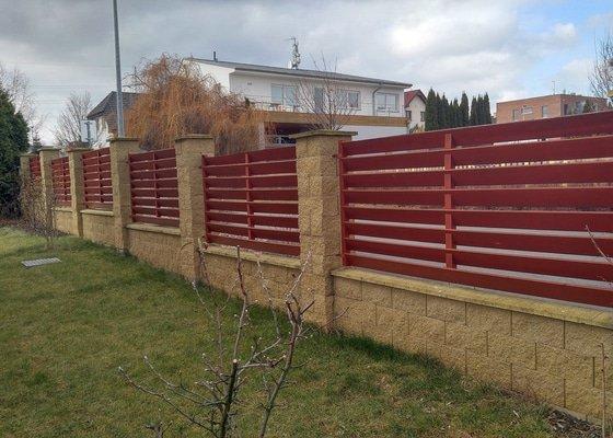 Oprava a nátěr dřevěného plotu