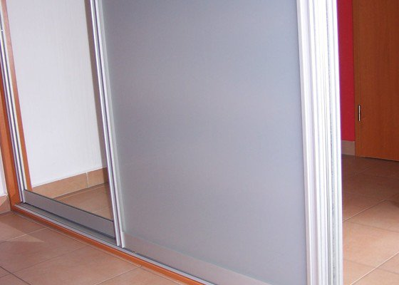 Vestavné skříně - dokončení zakázky - výroba dveří k dodané skříní