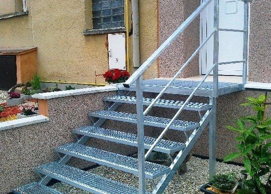 Venkovní ocelové schodiště