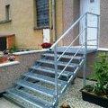 Ocelova-konstrukce-podesty-schodu-a-zabradli-a-pororosty-pozinkovane_o248