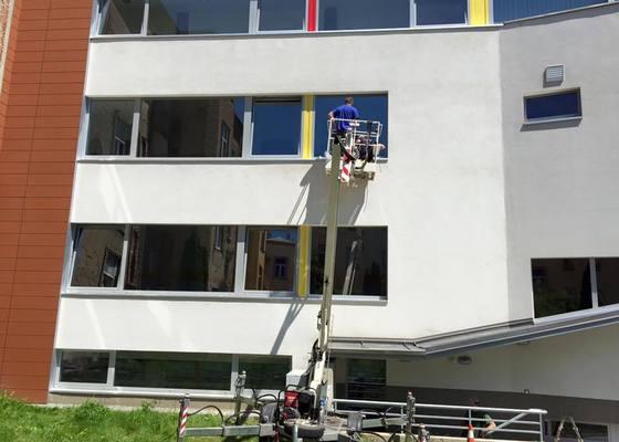 Instalace protislunečních okenních folií