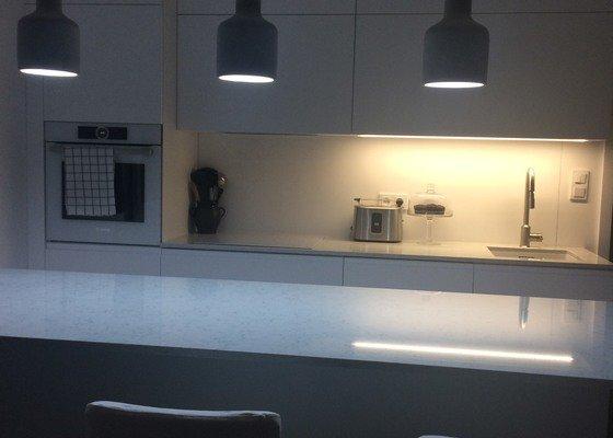 Vykachličkování prostoru za kuchyňskou linkou