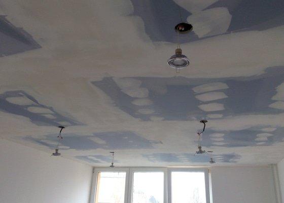 SDK podhledy v pokoji panelového domu